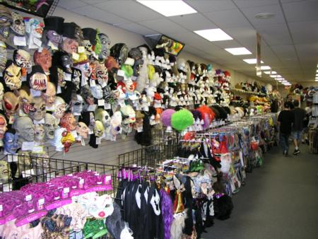 2005 Midwest Haunters Convention - Trip to Costume Specialists - Picture