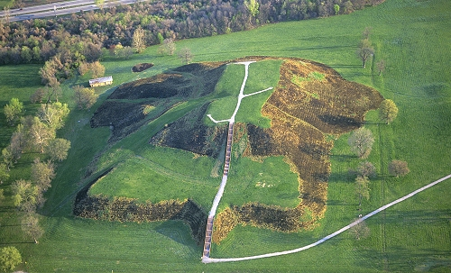 HauntedIllinois.com - Troy Taylor's review of the Cohokia Mounds in Collinsville, Illinois near St Louis.
