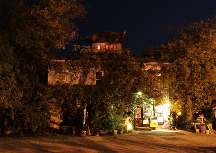 Raven's Grin Inn - (Mount Carroll, Illinois) - Picture